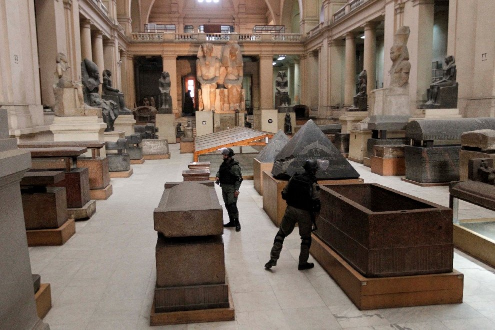 Спецслужбы охраняют Египетский музей в Каире