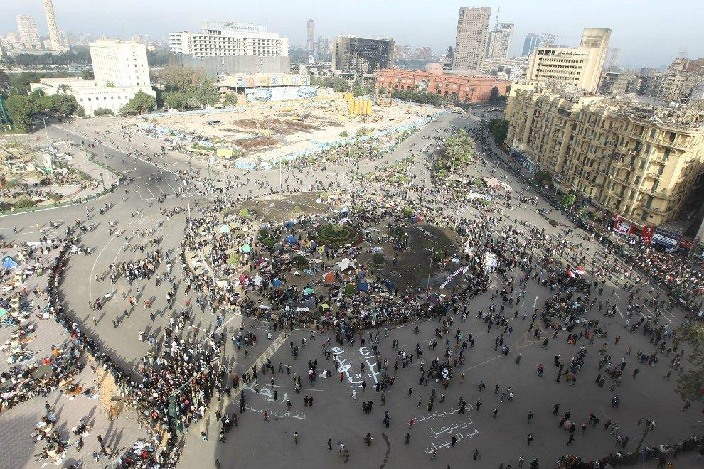 Во вторник утром тысячи протестующих начинают собираться на площади Освобождения в Каире