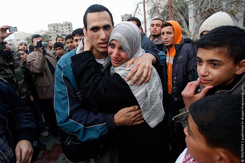 Родственники встречают сбежавших из египетской тюрьмы боевиков