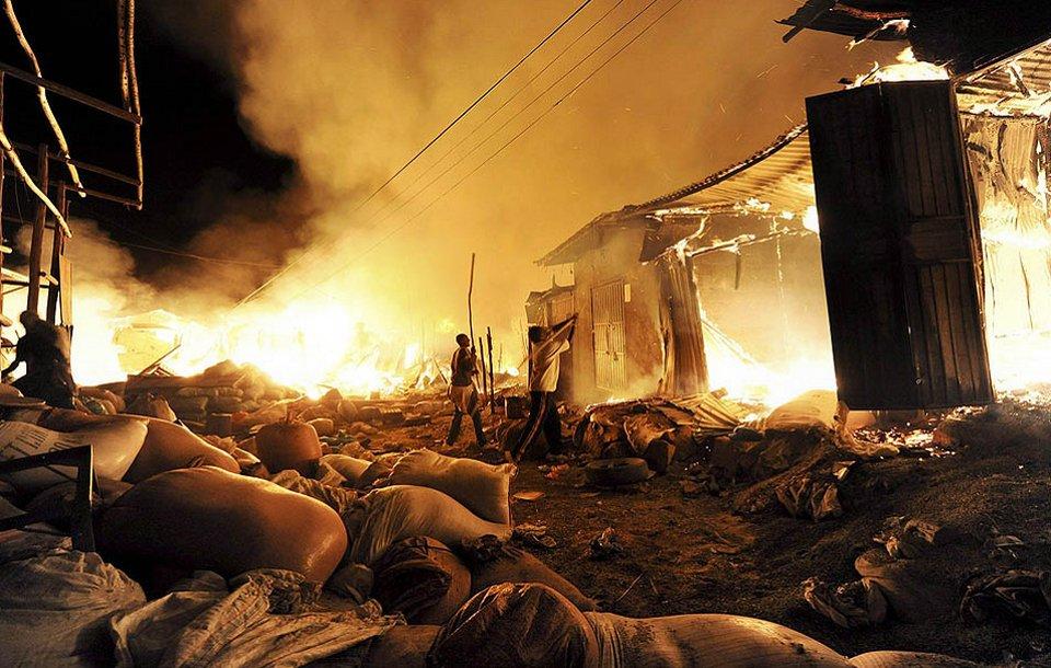 В торговом районе города Харар в Эфиопии из-за засухи в регионе возник пожар