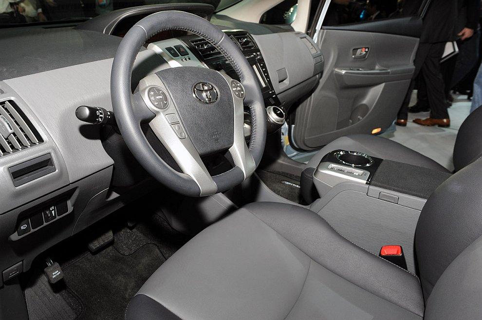 Toyota Prius V 2012
