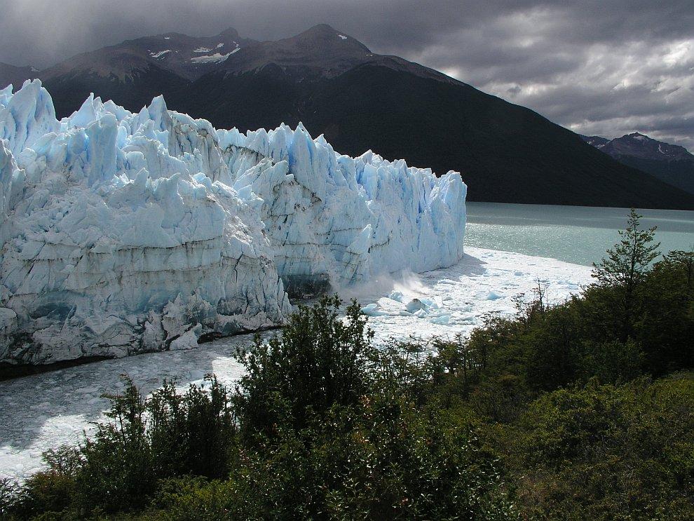 Снова падающие айсберги, ледник Перито-Морено в Аргентине
