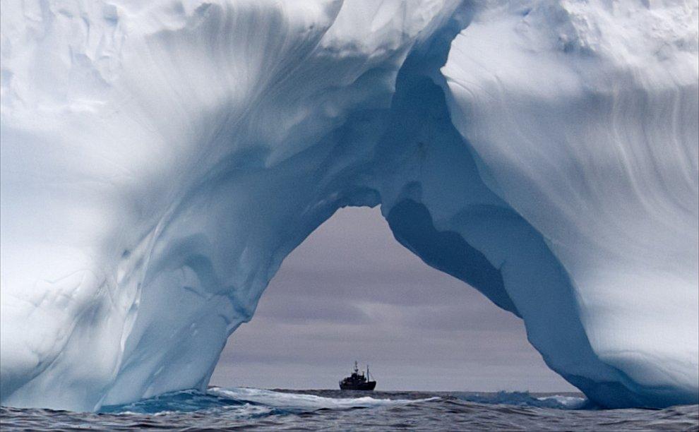 Айсберг в Южном океане