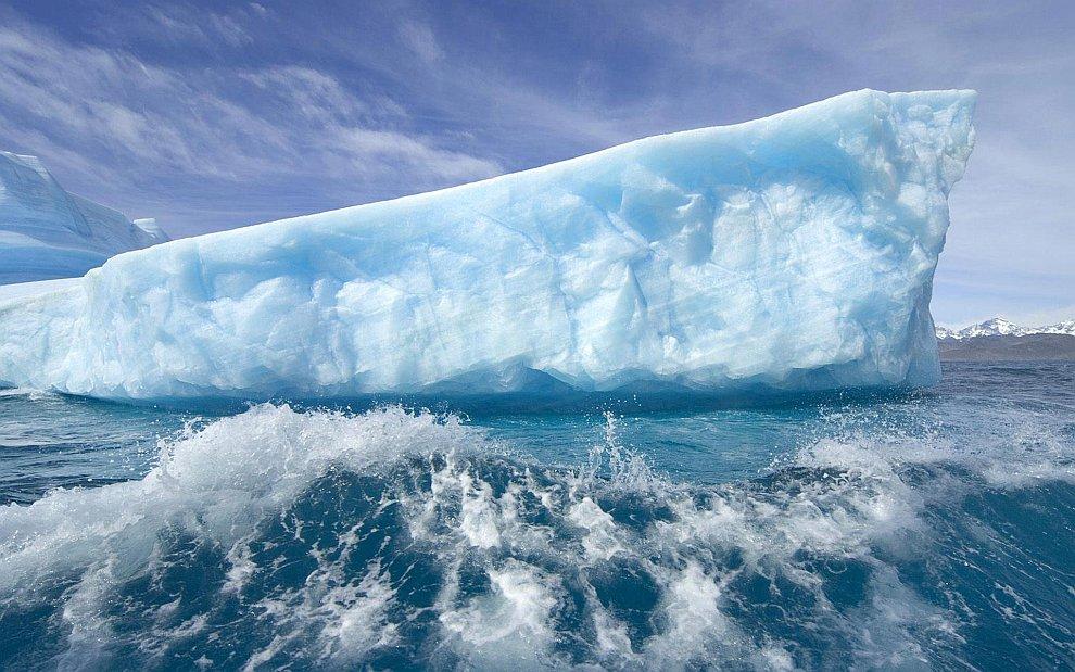 Голубой айсберг в Гренландии
