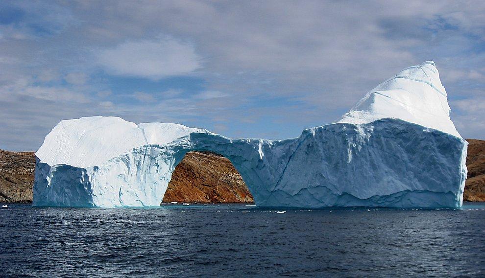 Айсберг и аркой, Гренландия