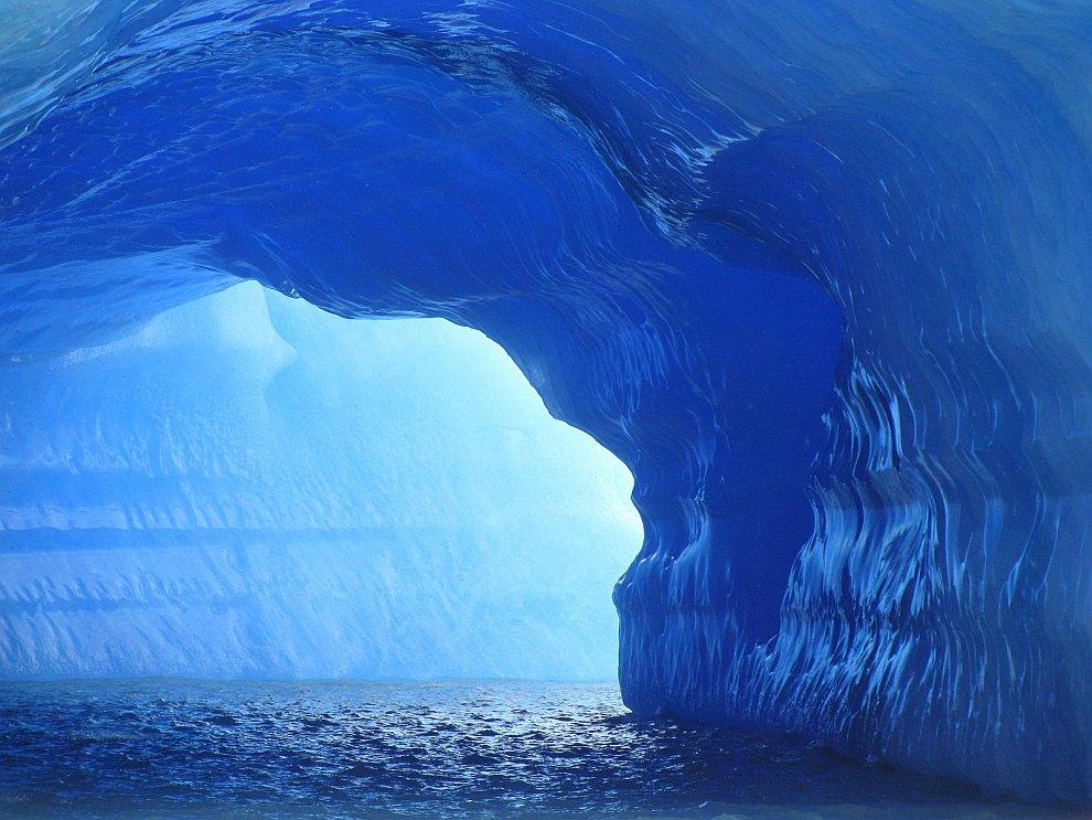 Невероятные голубые айсберги в Аргентине