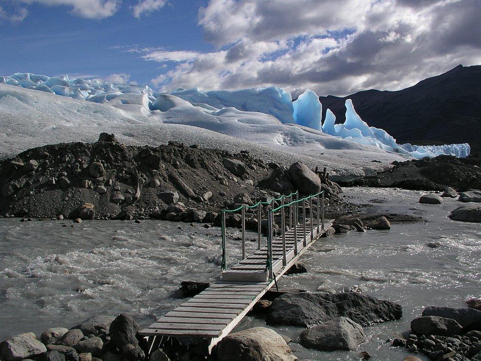Эта река течет подо льдом