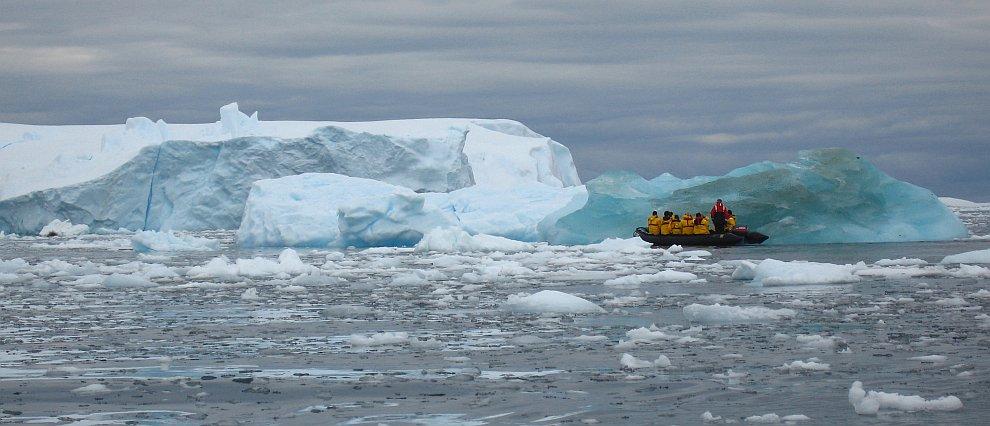 Айсберги в проливе Beascochea