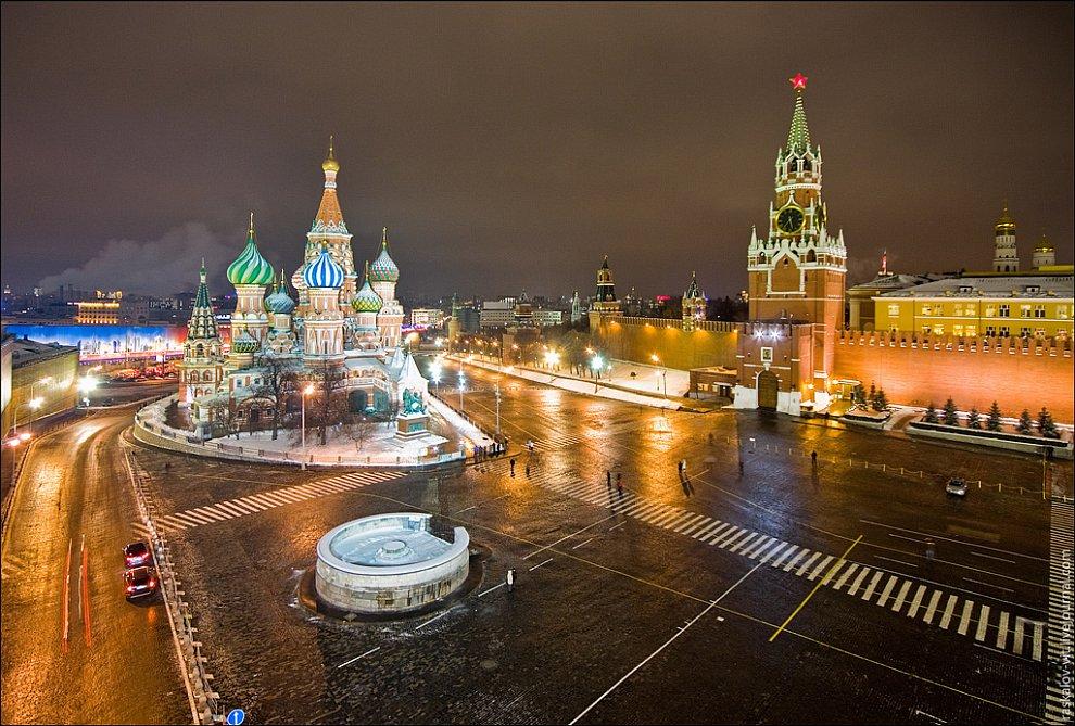 Зимний вид на Красную площадь с крыши ГУМа