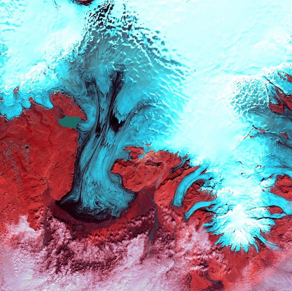 Крупнейший ледник Европы — исландский ледник Ватнаёкуль