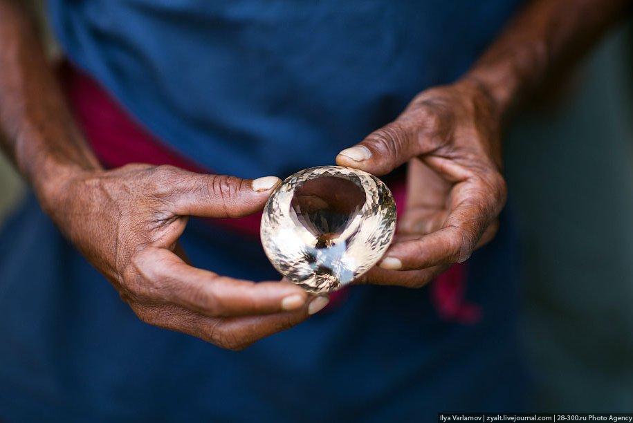 Добыча драгоценных камней в Шри-Ланке