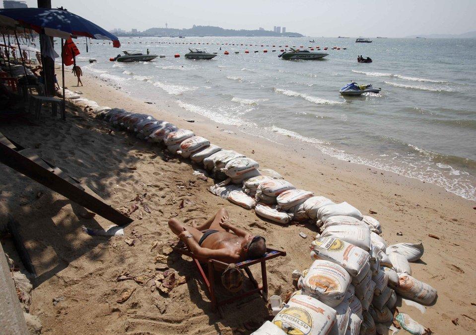 На пляже Паттайя, к востоку от Бангкока