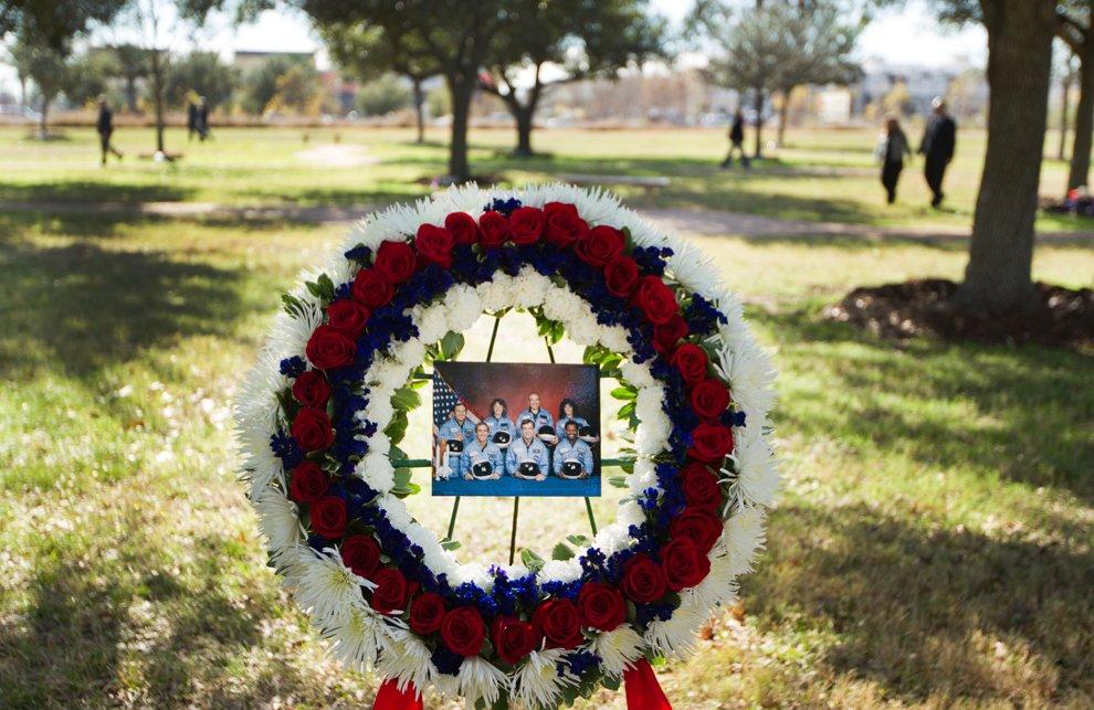Венок в память о семи погибших астронавтов