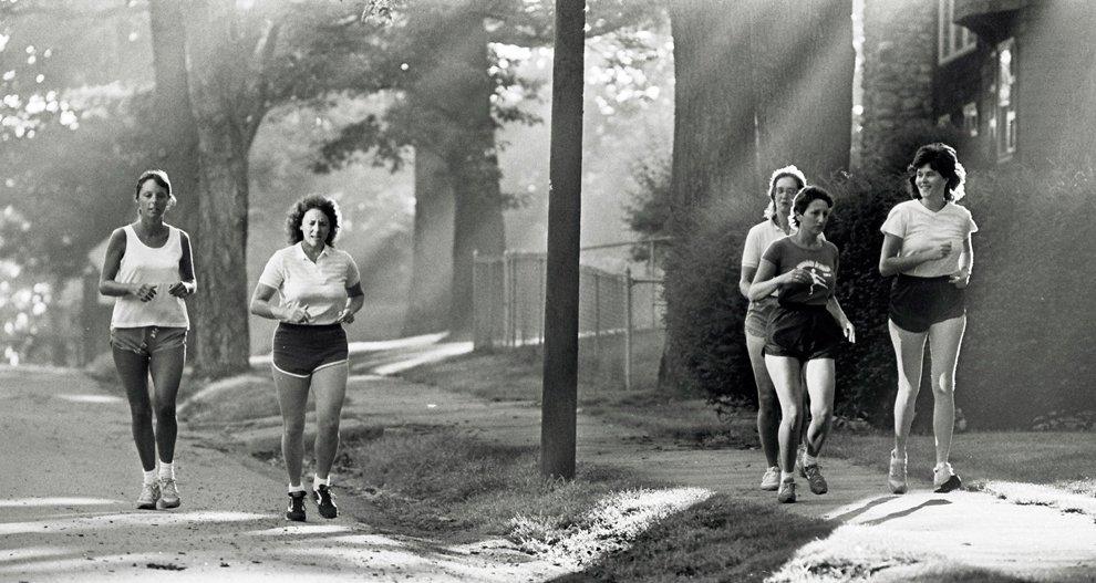 Криста Маколифф на пробежке с друзьями