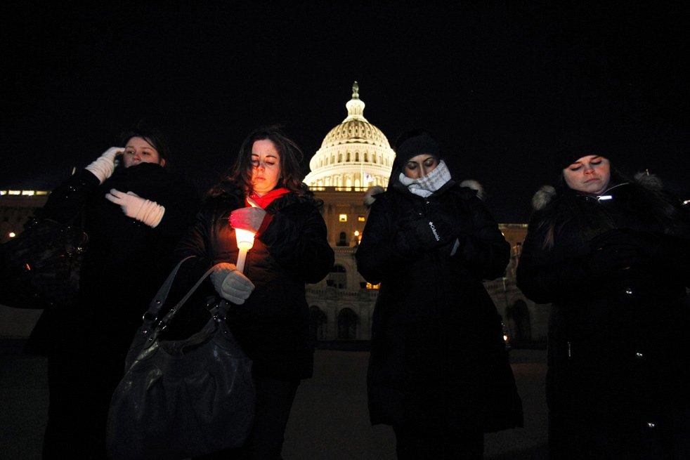 «Аризонский стрелок». Минута  молчания в память о погибших в США