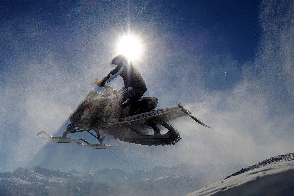 Гонки на снегоходах (Взято с сайта www.LoveOpium.ru)