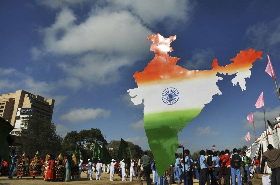 Очертания индии, окрашенное в цвета индийского флага
