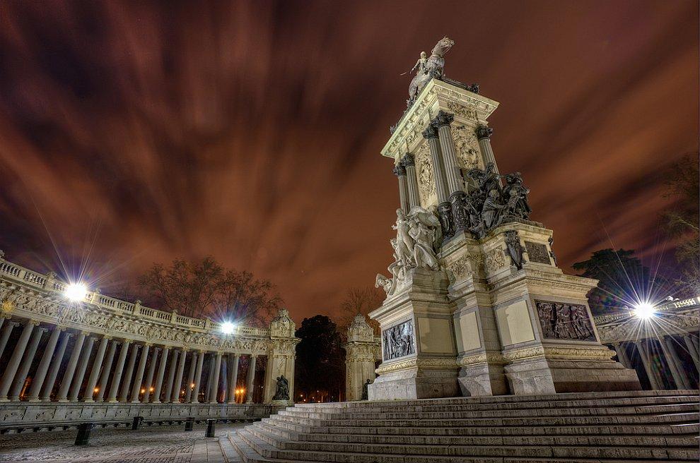 Памятник королю Альфонсо XII в Мадриде