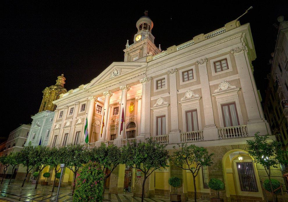 Здание муниципалитета в Кадисе