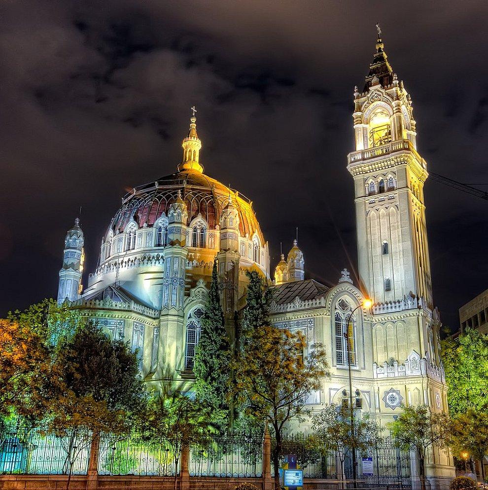 Церковь Сан Мануэль и Сан-Бенито в Мадриде
