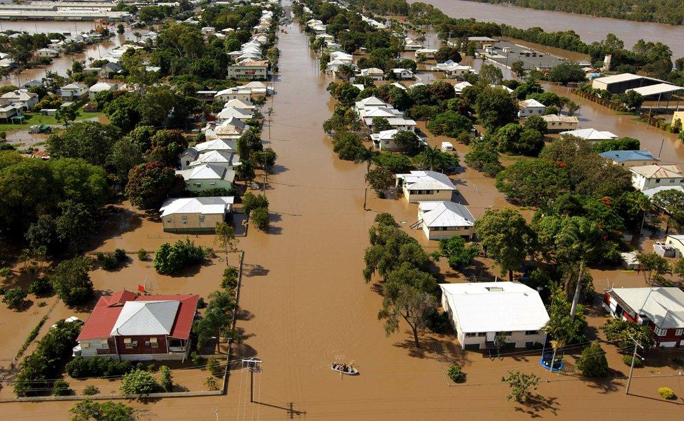 Наводнение в Австралии: Новый год под водой