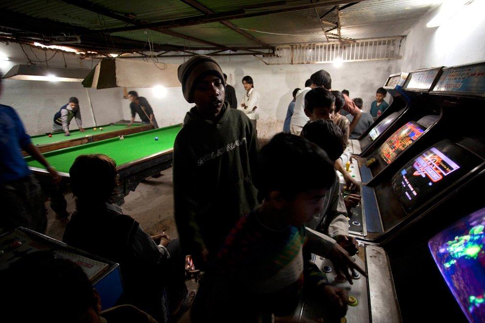 Игровой клуб с автоматами и бильярдными столами