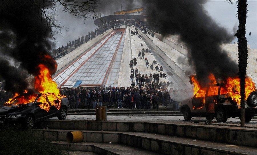 Акции протеста в Тиране, Албания