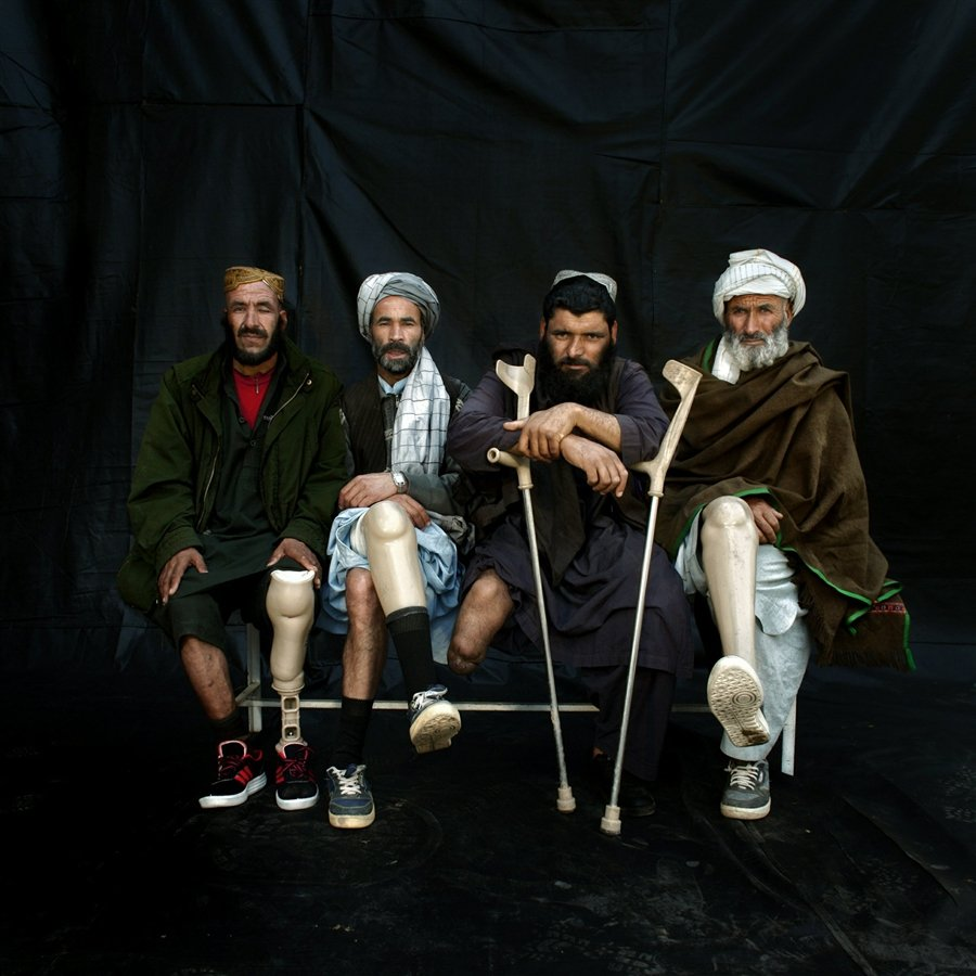 После взрыва мины. Герат, Афганистан