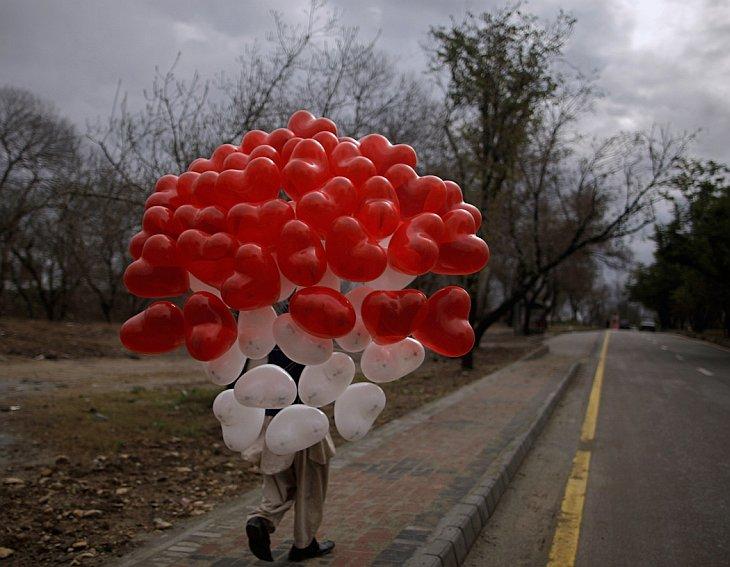 Как празднуют День святого Валентина в мире
