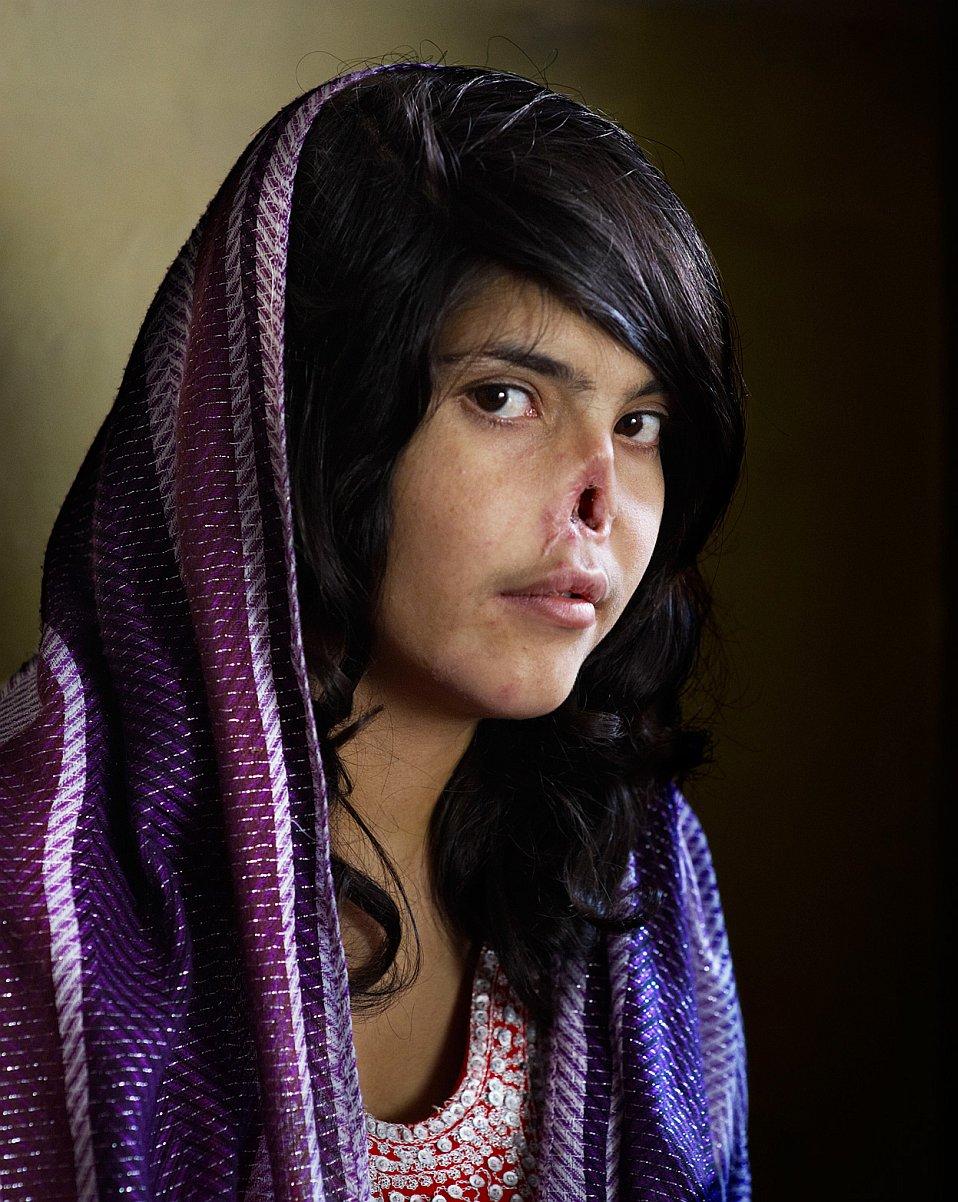 Портрет 18-летней Биби Аиши фотографа Джоди Байбера стал победителем World Press Photo 2010
