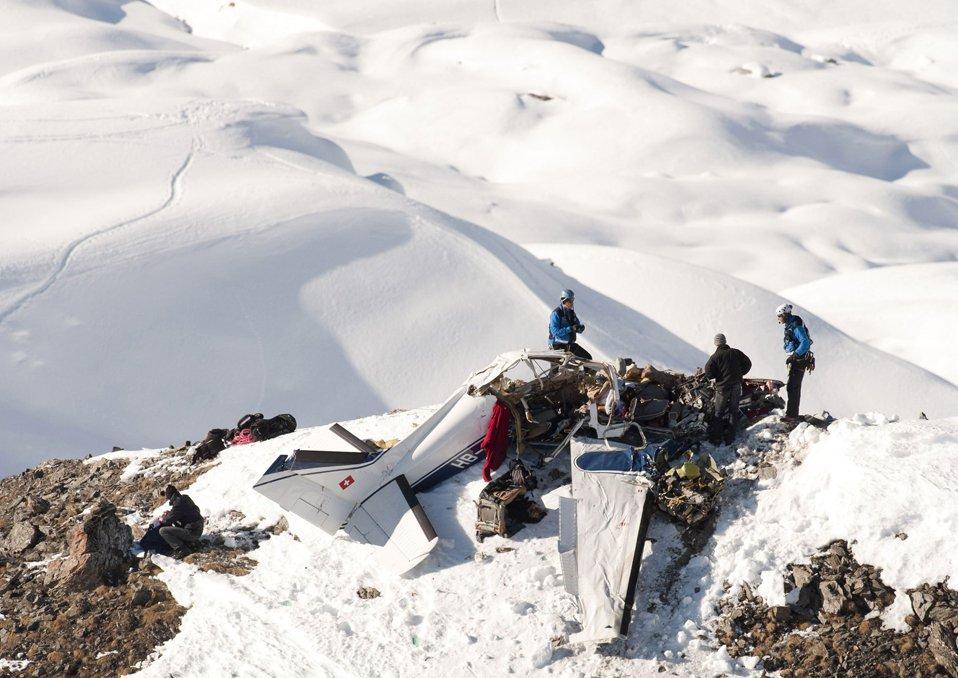 Авиакатастрофа небольшого частного самолета в Швейцарских Альпах, в которой погибло 5 человек