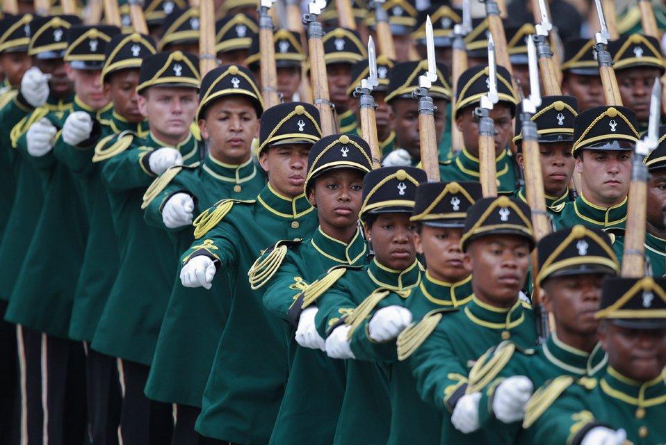 Почетный караул на церемонии открытия парламента в Кейптауне