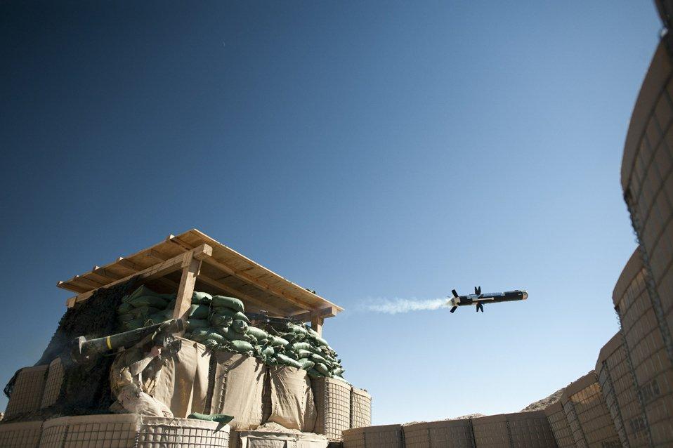 Американский морской пехотинец запустил противотанковую ракету