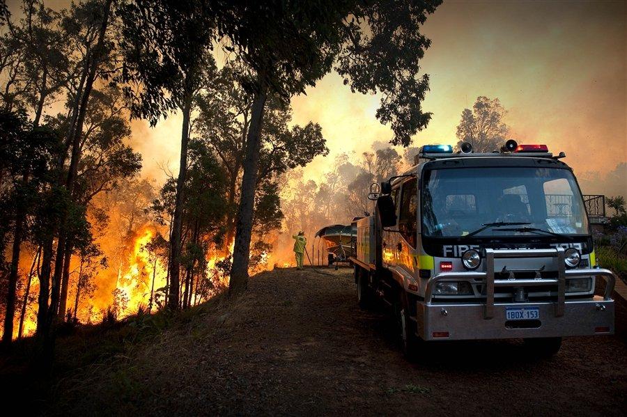 Сильный пожар полыхал 6 февраля 2011 в четвертом по величине городе Австралии — Перте