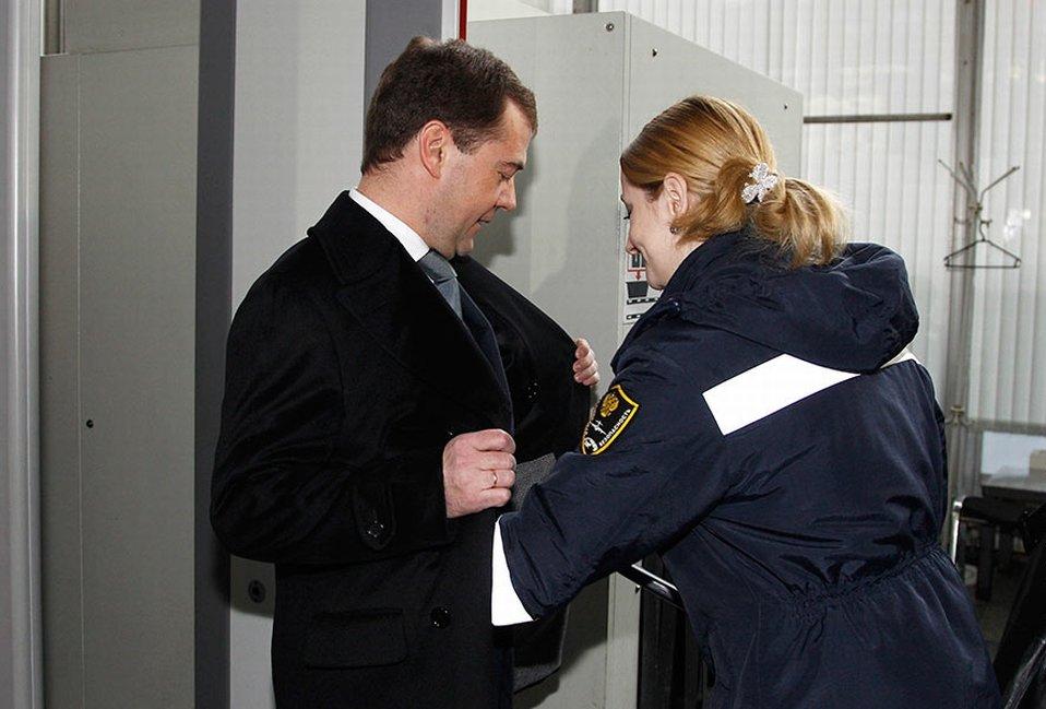 Во время инспекции в аэропорту «Внуково-1» 11 февраля 2011 президент России Дмитрий Медведев был подвергнут тщательному личному досмотру