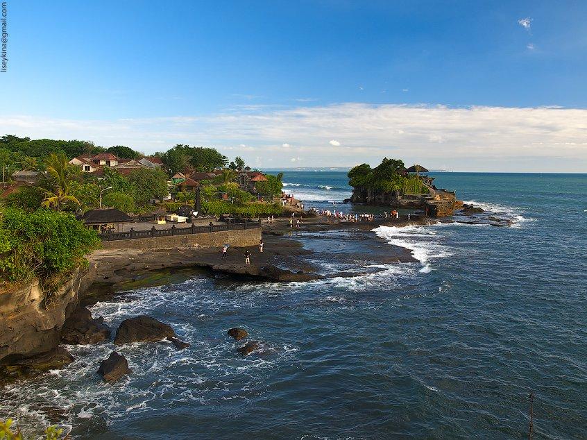 Водный храм Танах-Лот на Бали