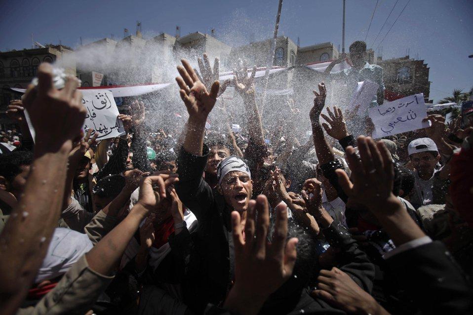 Демонстранты, требующие отставки президента Йемена Али Абдуллы Салеха