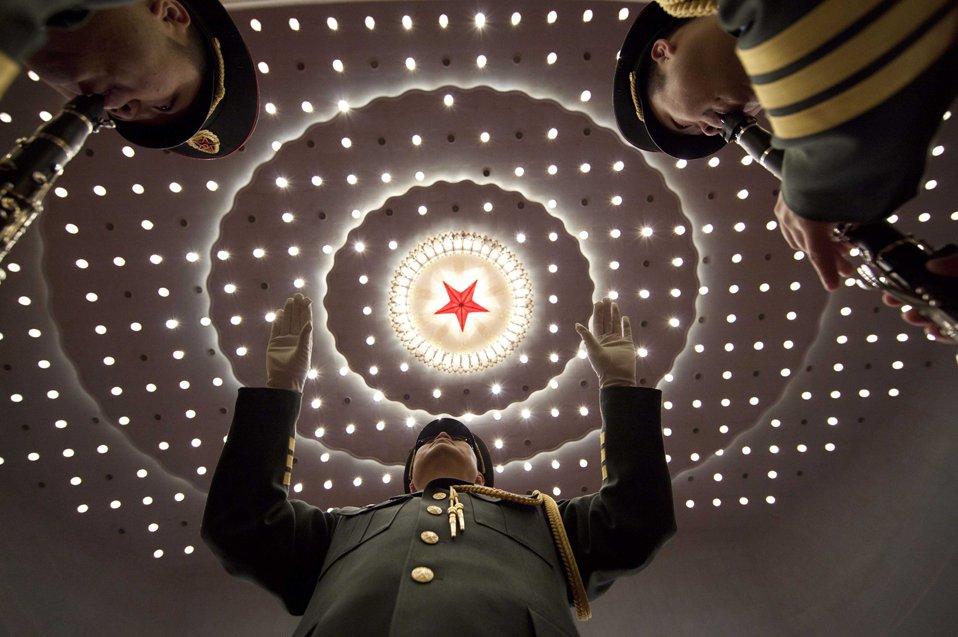 Репетиция военного оркестра перед открытием Китайской народной политической консультативной конференции в Пекине
