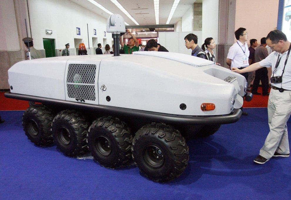 Робот военного назначения — удаленно управляемый автомобиль-разведчик