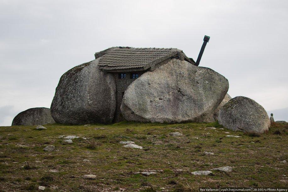 Удивительный дом-камень