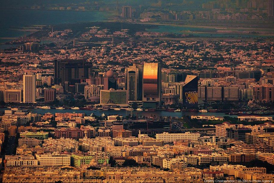 Вечерний Дубай с высоты самого высокого здания в мире