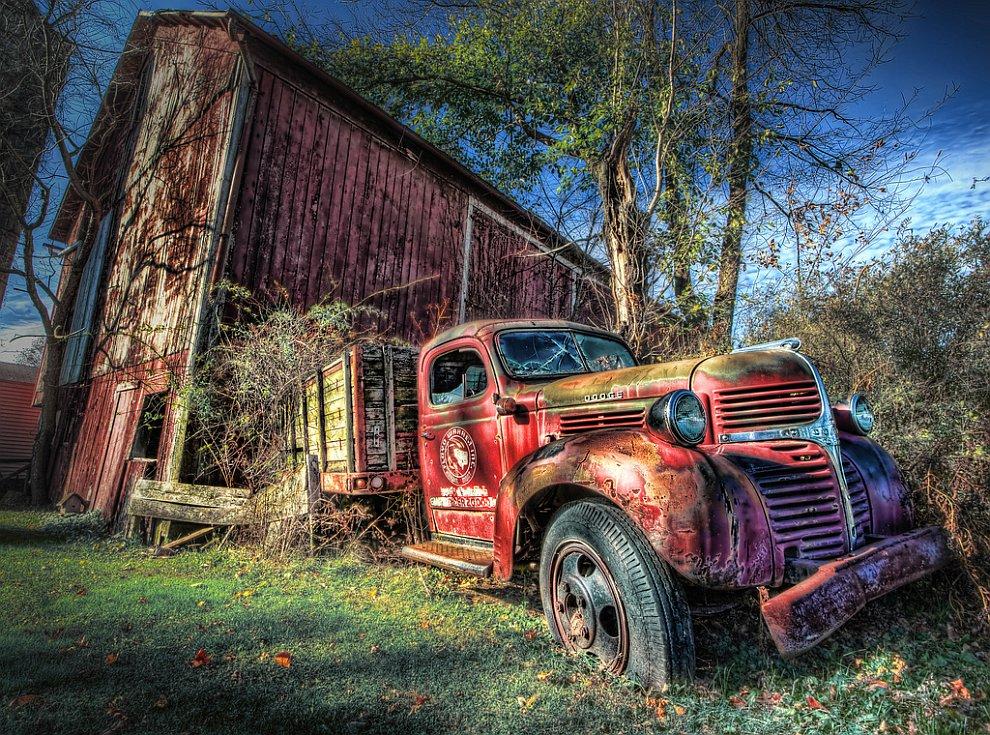 Старий вантажівка