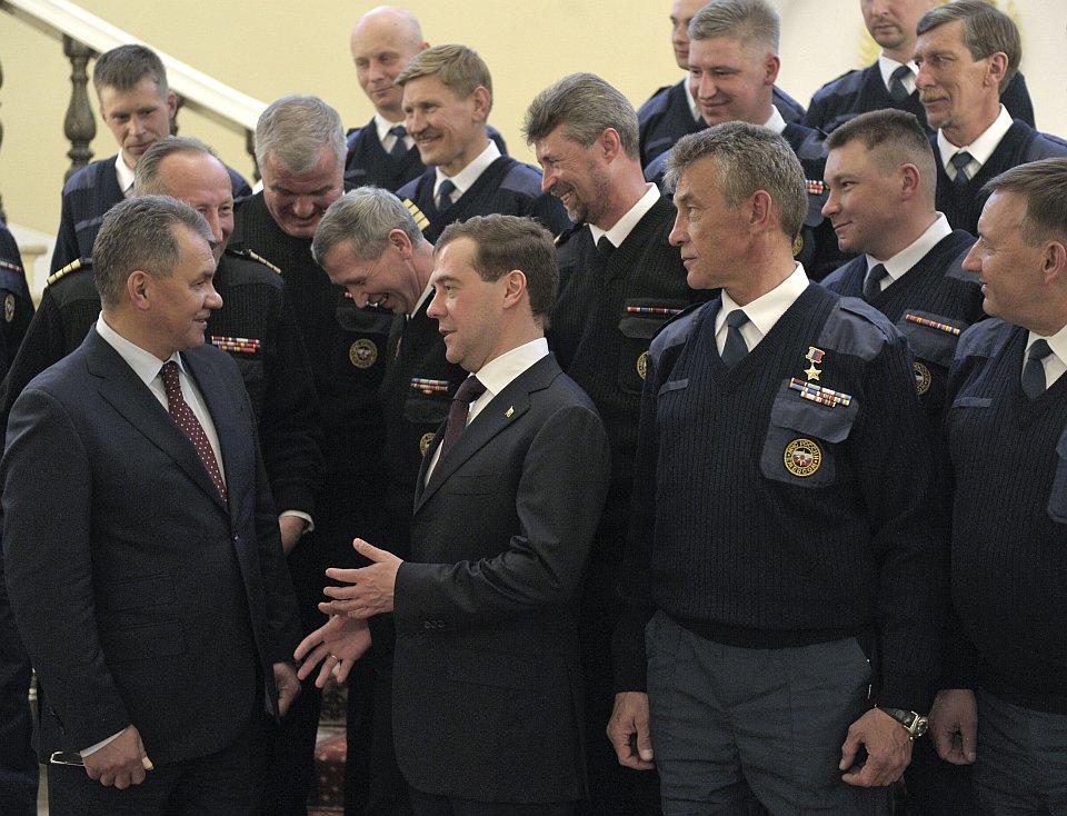 Дмитрий Медведев принял в Кремле сотрудников МЧС