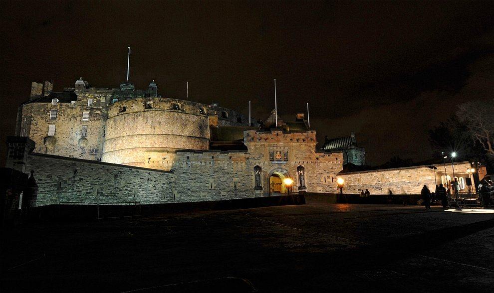 Эдинбургский замок на Замковой скале