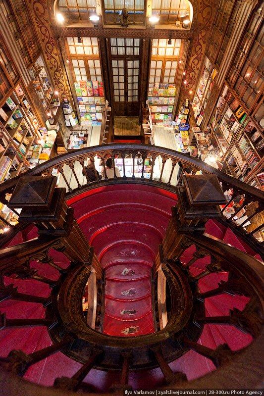 Книжный магазин Livraria Lello  06