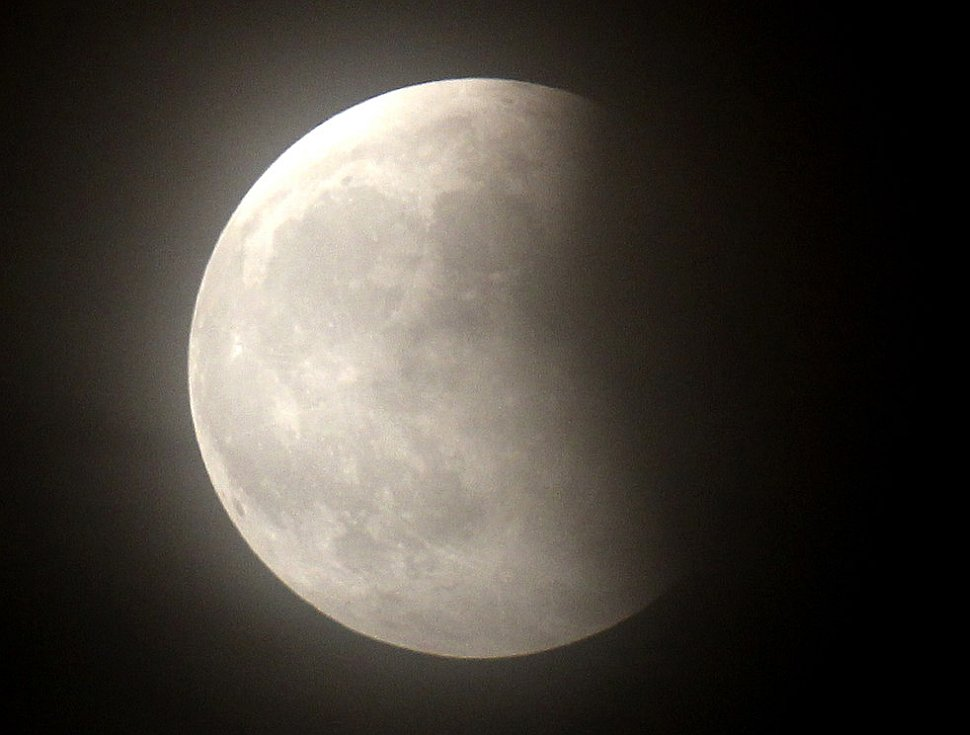 Первое в 2011 году лунное затмение