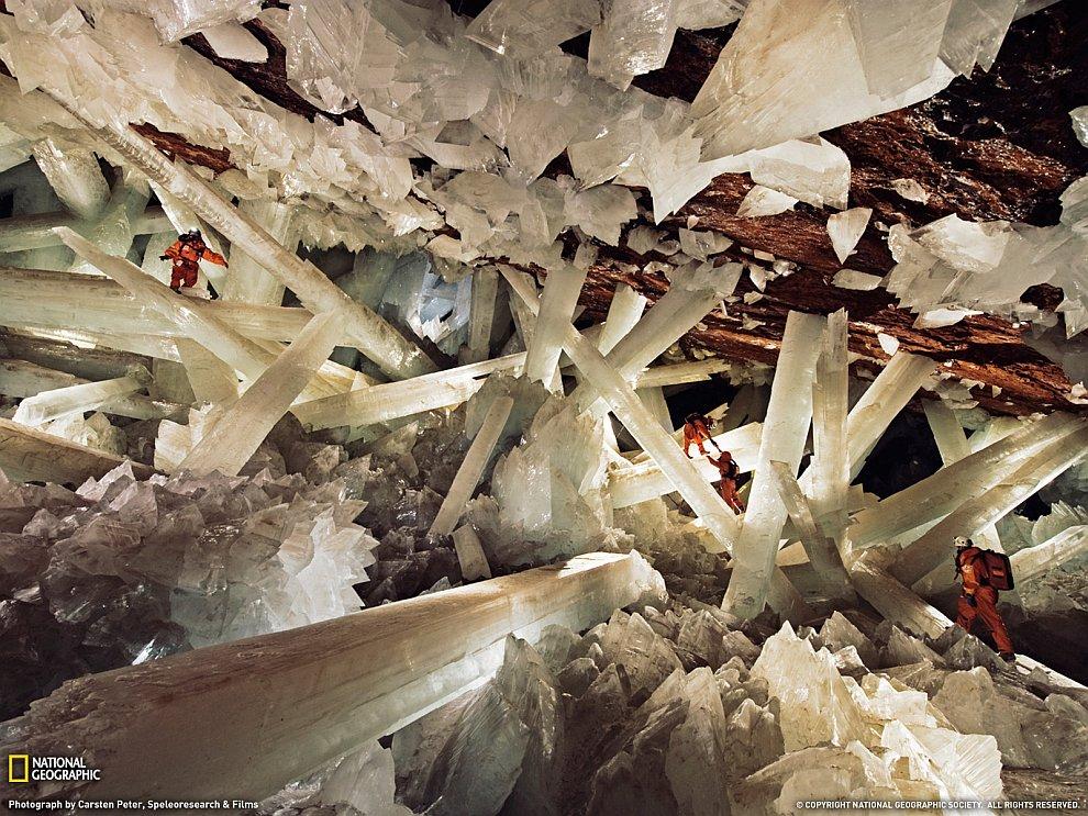 В пещере гигантских кристаллов