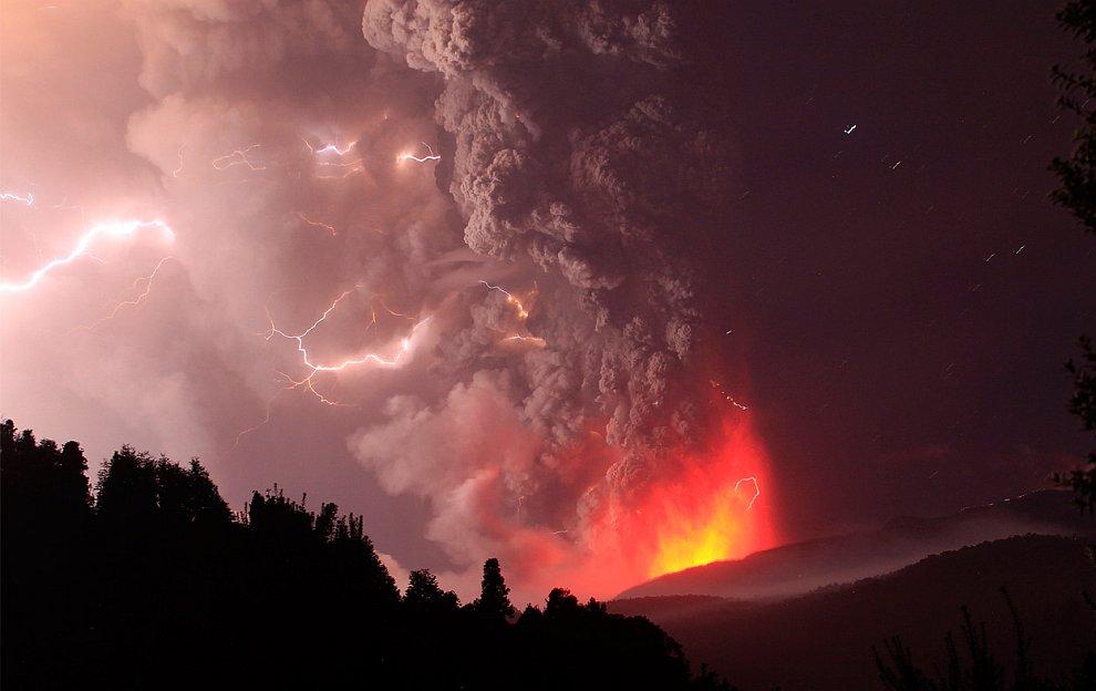 Извержение вулкана Пуйеуэ: захватывающее и ужасающее зрелище