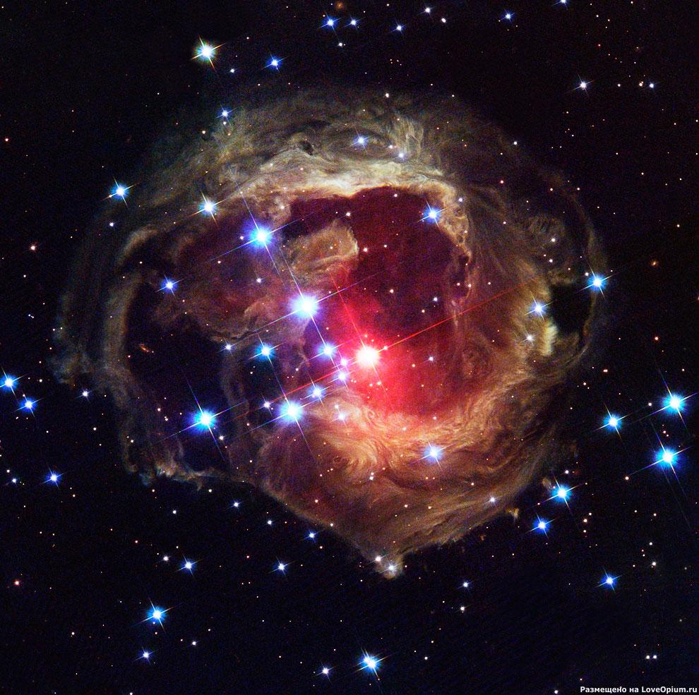 После вспышки этой звезды свечение продолжается 3 года