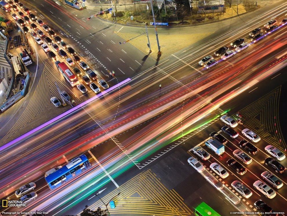 Перекресток в ночном Сеуле